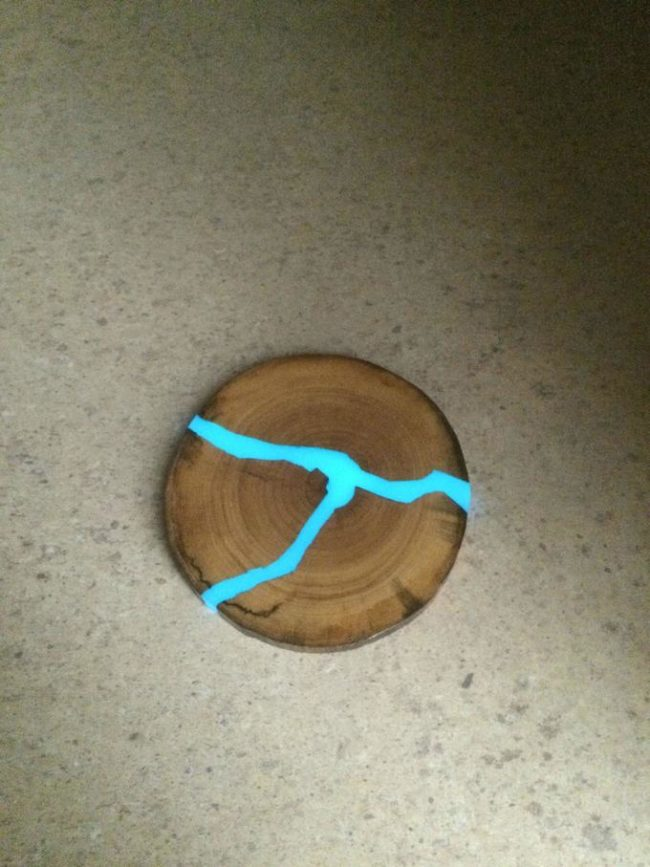"""You can even make <a href=""""http://imgur.com/gallery/NAiNf/new"""" target=""""_blank"""">coasters</a> glow."""