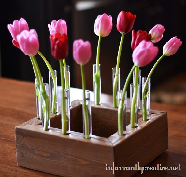 "Make a unique <a target=""_blank"" href=""http://www.infarrantlycreative.net/floral-centerpiece-with-tulips/"">floral centerpiece</a> and wow all of your dinner guests!"