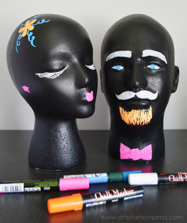 "These <a target=""_blank"" href=""http://www.artsyfartsymama.com/2014/08/diy-chalkboard-heads.html"">chalkboard heads</a> are so much fun for kids!"