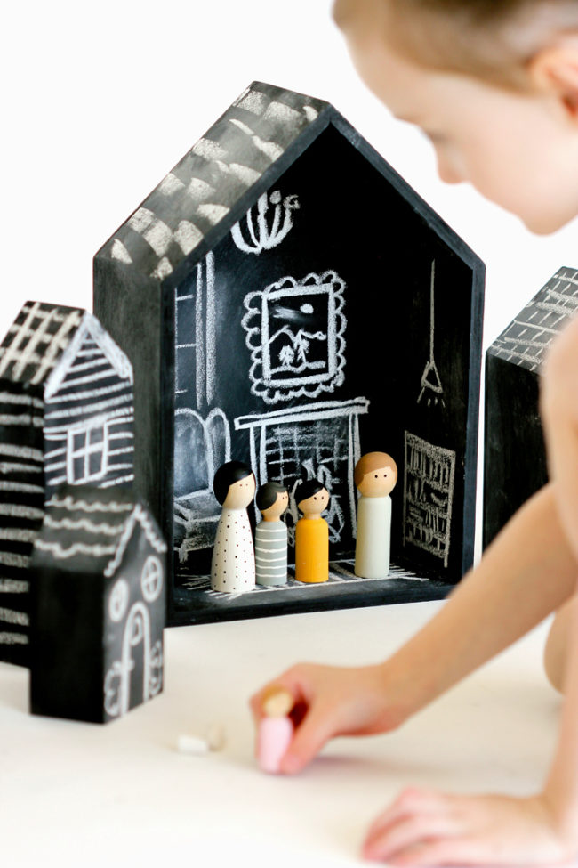 "Your kid will never get bored with this <a target=""_blank"" href=""http://www.deliacreates.com/diy-chalkboard-dollhouse-tutorial/"">dollhouse</a> because she can change it as often as she wants."