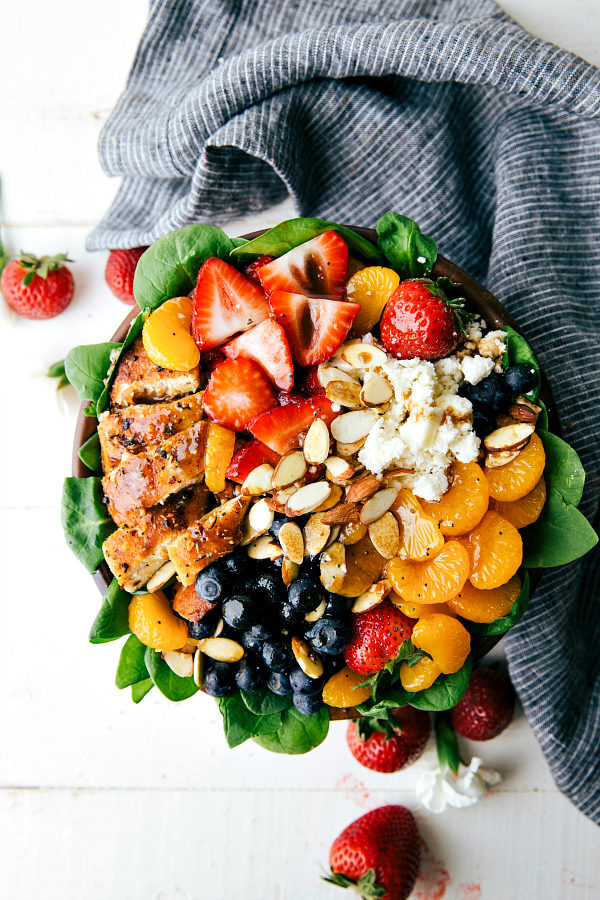 """This <a href=""""http://www.chelseasmessyapron.com/almond-berry-and-chicken-spinach-salad/"""" target=""""_blank"""">berry, chicken, and spinach salad</a> is almost too beautiful to eat...ALMOST."""