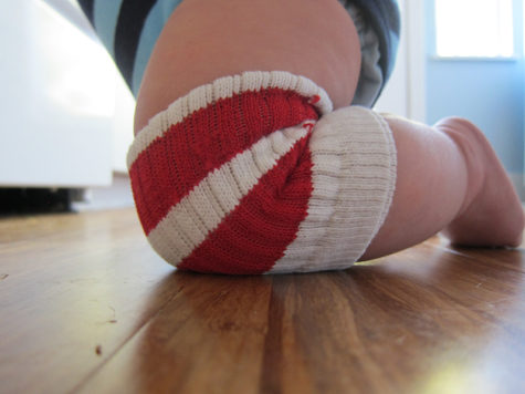 "Let your baby roam the room with these simple <a href=""http://bonzaiaphrodite.com/2010/10/easy-diy-no-sew-knee-pads-for-baby-on-the-crawl/"" target=""_blank"">knee pads</a>."