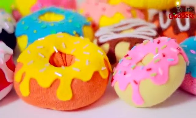 "These <a href=""http://diycraftsfood.trulyhandpicked.com/2334"" target=""_blank"">donut sock toys</a> look good enough to eat, and they make great cat toys!"
