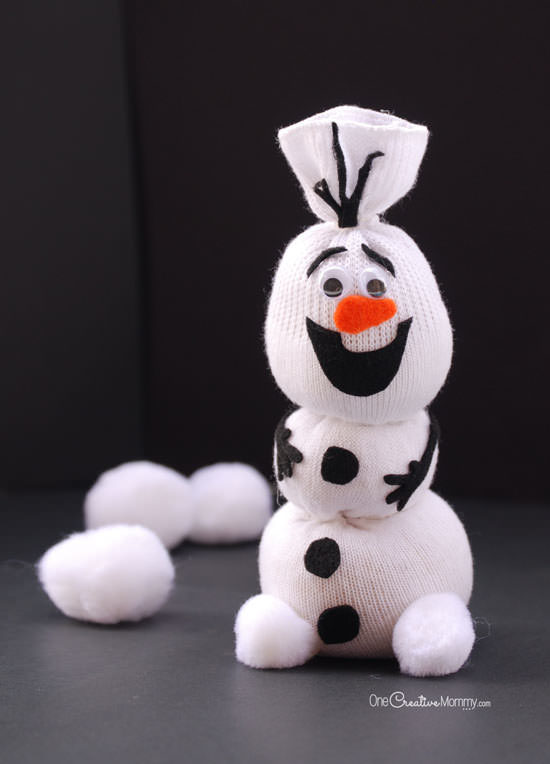 "Do you want to build a snowman? Well, now you can with this <a href=""http://onecreativemommy.com/olaf-sock-snowman-tutorial/"" target=""_blank"">Olaf craft</a>."