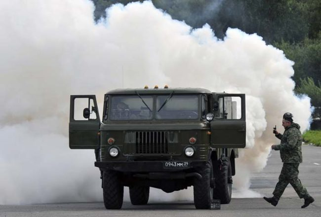 About 20 trucks equipped with smoke machines flooded the port and city with the fog from a variety of angles. One newscaster quoted a military source who said that the smoke was a mixture of diesel oil plume, additives, and smoke from coke distilling.