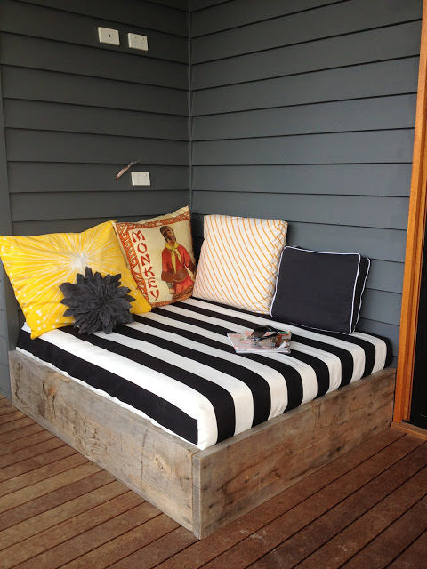 """I can <em>feel</em> the feng shui in this backyard <a href=""""http://apprenticeextrovert.blogspot.com/2012/02/day-bed-tutorialpart-one.html"""" target=""""_blank"""">lounge space</a>."""