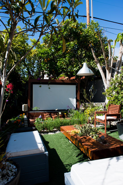 """Why spend money to go to the movies, when you can stream the latest films <a href=""""http://thehorticult.com/show-thyme-how-to-build-an-outdoor-theater-in-your-garden/"""" target=""""_blank"""">in your own backyard</a>?"""