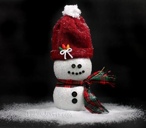 """It's never too early to start decorating for Christmas. These <a href=""""http://www.thekimsixfix.com/2015/11/pomegrante-juice-bottle-snowman.html"""" target=""""_blank"""">juice bottle snowmen</a> should do the trick."""