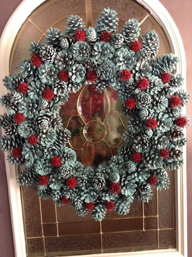 """Making a <a href=""""http://www.hometalk.com/10632943/pine-cone-wreath"""" target=""""_blank"""">pinecone wreath</a> is easy when you use a vacuum hose."""