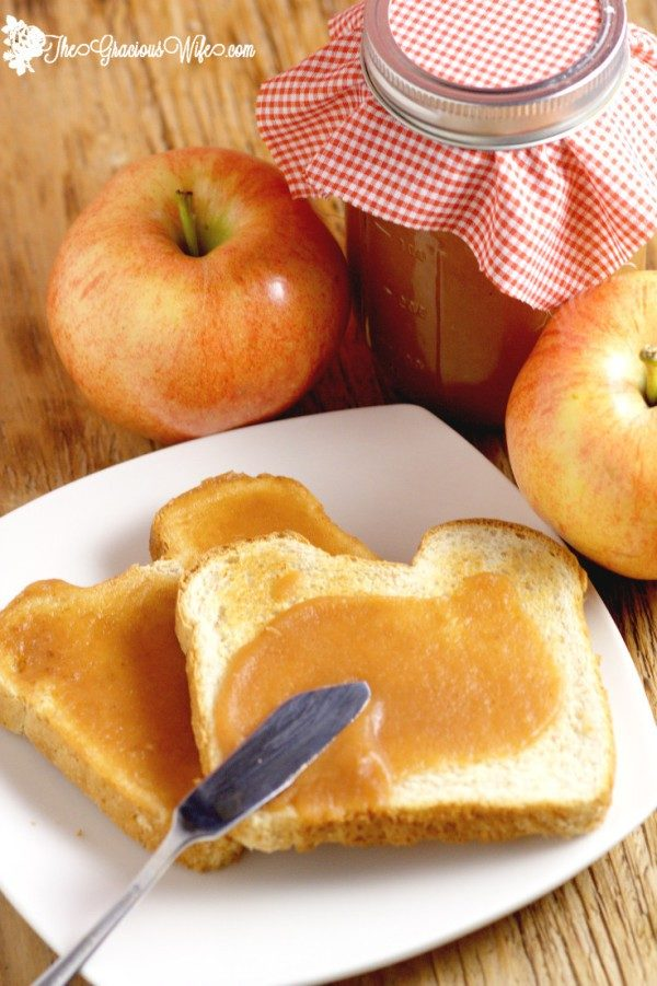 "Who needs jam when you can have <a target=""_blank"" href=""http://www.thegraciouswife.com/homemade-apple-butter-2/"">homemade apple butter</a> on your toast?"