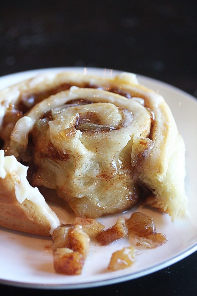 "I need these <a target=""_blank"" href=""http://www.thehopelesshousewife.com/?hhw_recipes=apple-pie-cinnamon-rolls#_a5y_p=1109905"">apple pie cinnamon rolls</a> in my belly right now."
