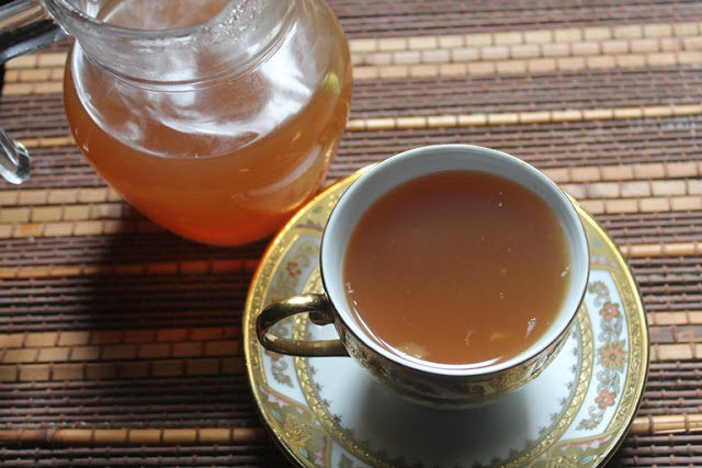 "Not only is this <a target=""_blank"" href=""http://www.yummytummyaarthi.com/2015/11/healthy-apple-tea-recipe-apple-cinnamon.html"">apple tea</a> healthy, but it tastes and smells amazing."