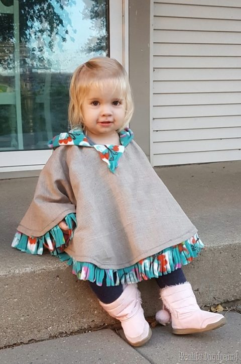 "Keep your little ones warm by making some <a href=""http://realitydaydream.com/fleece-lined-hooded-poncho-for-little-girls/"" target=""_blank"">hooded ponchos</a>."