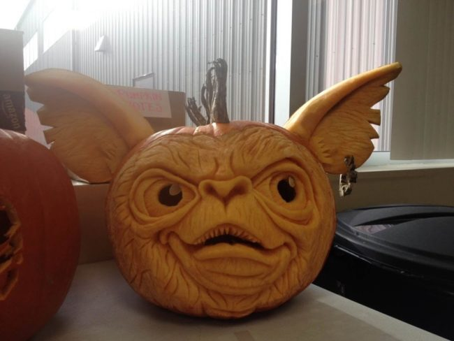This carver wasn't messing around when it came to his Gremlins-inspired design.