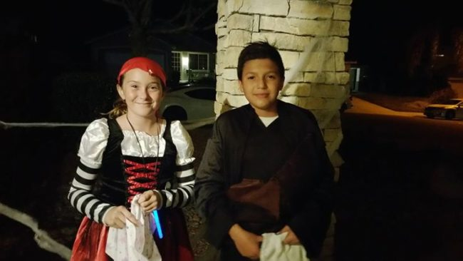 "Of course! Less than a week later, the pair even went trick-or-treating together. Rafael told <a href=""http://6abc.com/society/language-barrier-doesnt-keep-kids-from-becoming-friends/1582249/"" target=""_blank"">ABC News</a> that no one had ever given him a note before, and that he hoped to be best friends with Amanda ""forever."""